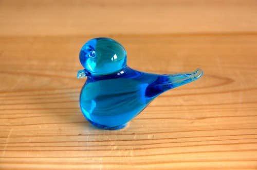 スウェーデンで見つけたガラスの小鳥オブジェ(淡いブルー)の商品写真