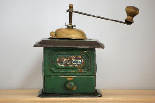 スウェーデンで見つけた1800年代の古いコーヒーミルの商品写真