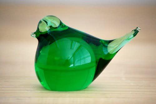 スウェーデンで見つけたガラスの小鳥オブジェ(グリーン)の商品写真