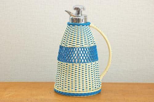 ビニールストロー素材を編んだカバー付きヴィンテージ魔法瓶の商品写真