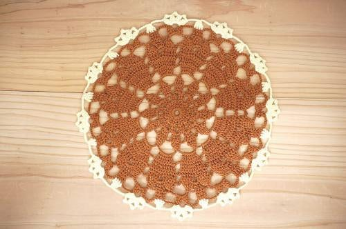 スウェーデンで見つけた手編みドイリー(ブラウン&イエロー)の商品写真