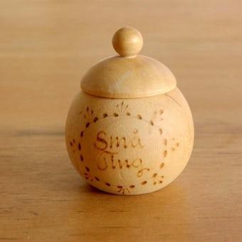 スウェーデンで見つけた木製の小物入れの商品写真