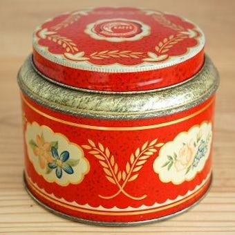 スウェーデンで見つけた古いブリキ缶(レッド花模様)の商品写真