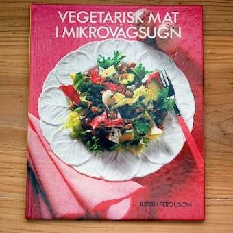 スウェーデンで見つけた古い本/野菜の本の商品写真