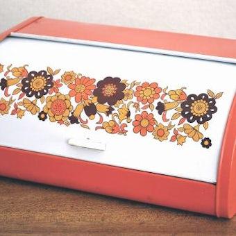 スウェーデンで見つけたブリキのブレッドケース(オレンジ花模様)の商品写真