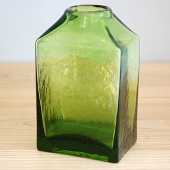フィンランドで見つけたガラスの花瓶(グリーン)の商品写真