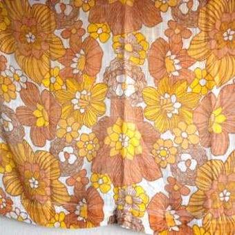 スウェーデンで見つけたヴィンテージカーテン2枚セット(ブラウン&オレンジ花柄)の商品写真