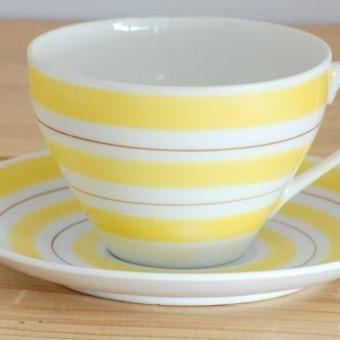 スウェーデンで見つけたカップ&ソーサー(イエロー縞模様)の商品写真