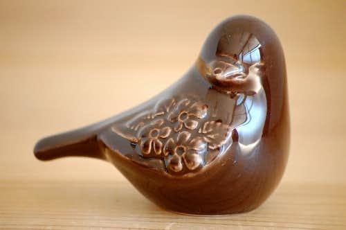 Rosa Ljung/陶器の小鳥のオブジェ(ダークブラウン)の商品写真