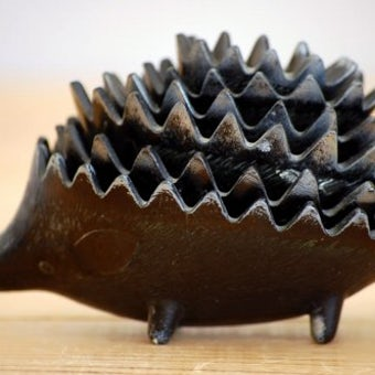 スウェーデンで見つけたハリネズミの灰皿セットの商品写真