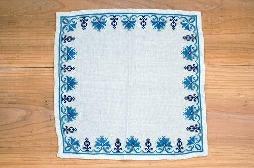 スウェーデンで見つけたセンタークロス(リネン、ブルーの刺繍)の商品写真