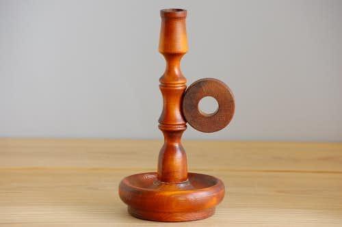 スウェーデンで見つけた古い木製キャンドルスタンド(ブラウン)の商品写真