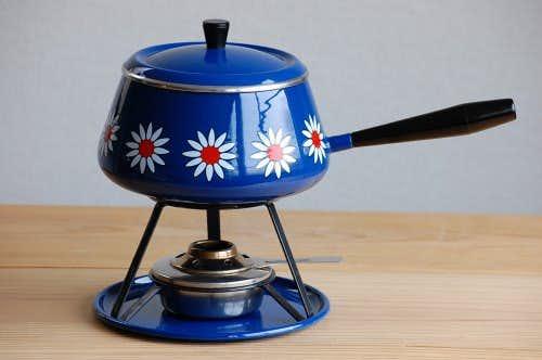 これは珍しい!スウェーデンで見つけたホーロー製フォンデュパンセット(ブルー花柄)の商品写真