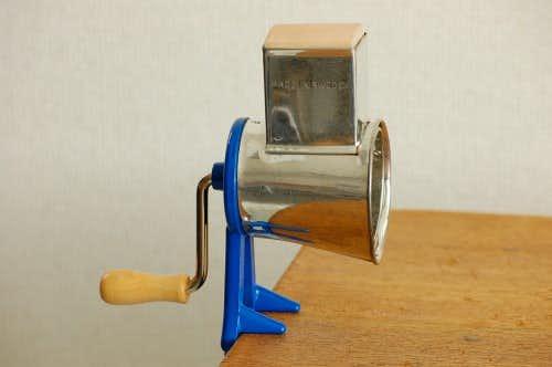 スウェーデンで見つけた卓上アーモンドミル(ブルー)の商品写真