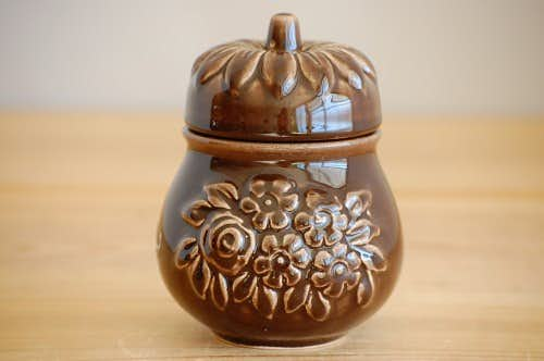 Rosa Ljungデザイン/陶器の洋ナシ型キャニスター(ブラウン)の商品写真