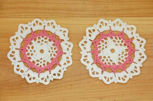 スウェーデンで見つけたドイリー2枚セット(ホワイト&ピンク)の商品写真