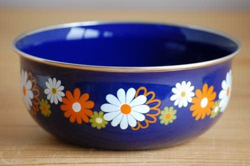 デンマークで見つけたお花模様が可愛いホーロー製ボウルの商品写真