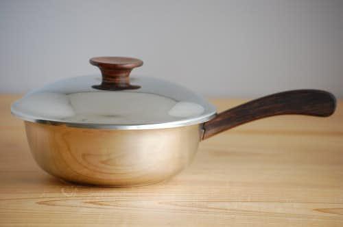デンマークで見つけたステンレスとチークの片手鍋の商品写真
