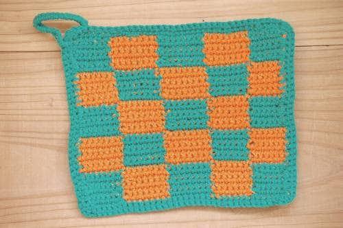 スウェーデンで見つけた手編みのポットマット(グリーン&オレンジ)の商品写真