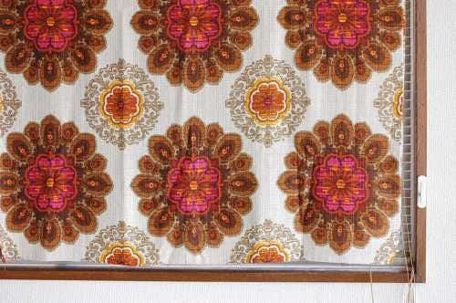 スウェーデンで見つけたヴィンテージカーテン2枚セット(ブラウン花柄)の商品写真