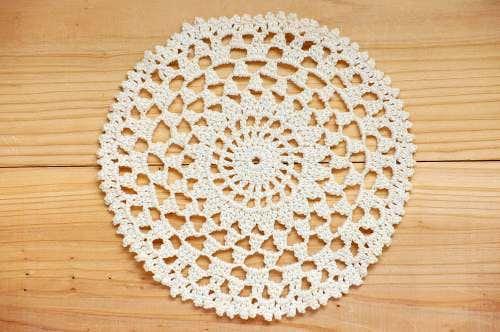 スウェーデンで見つけた手編みドイリー(8)の商品写真