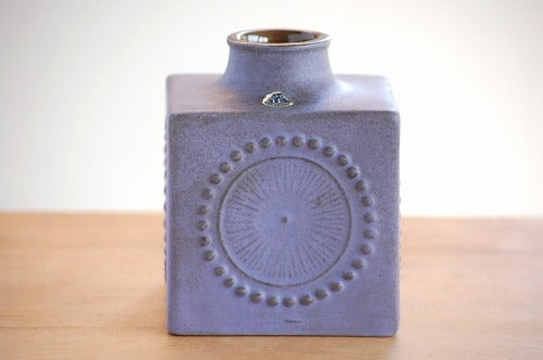 Upsala Ekeby/ウプサラエクビイ/キューブ型の花瓶(ラベンダー色)の商品写真