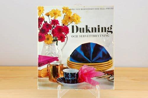 スウェーデンで見つけた古い本(テーブルセッティング)の商品写真