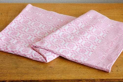 スウェーデンで見つけたテーブルクロス(ピンク)の商品写真