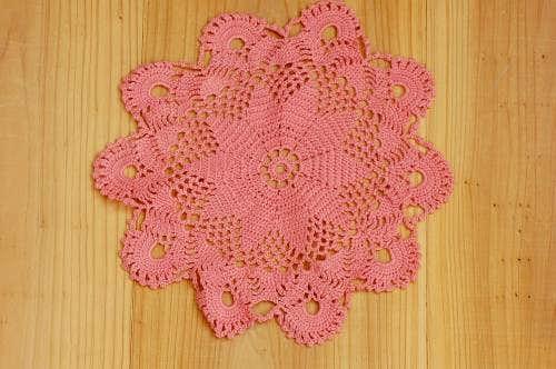 スウェーデンで見つけた手編みドイリー(ピーチピンク)の商品写真