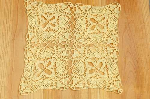 スウェーデンで見つけた手編みセンターマット(クリームイエロー)の商品写真