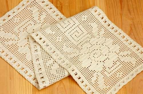 スウェーデンで見つけた手編みテーブルランナー(ベージュ)の商品写真