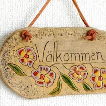スウェーデンで見つけた陶器のウェルカムボード(革紐付き)の商品写真
