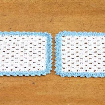 スウェーデンで見つけた手編みドイリー2枚セット(水色の縁取り)の商品写真
