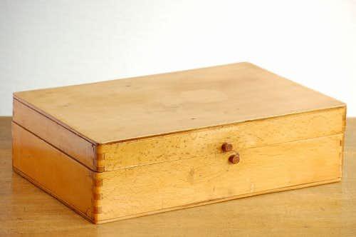 デンマークで見つけた古くて大きな木箱の商品写真