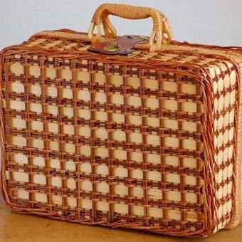 スウェーデンで見つけた古いピクニックバスケット(ピクニック用食器付き)の商品写真
