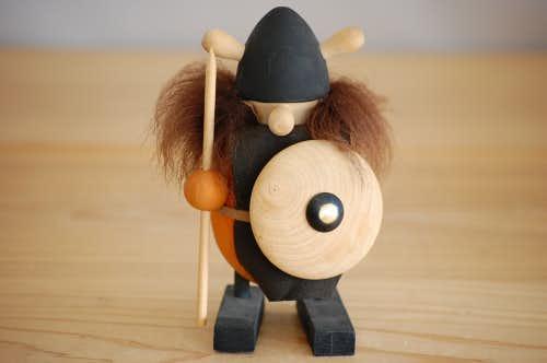スウェーデンで見つけたバイキング人形の商品写真