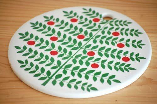 GUSTAVSBERG/グスタフスベリ/DELIKATESS/陶器のカッティングボード(葉っぱと赤い実)の商品写真