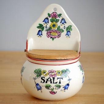 デンマーク製/古くて可愛い花柄の壁掛け用スパイスラック(ソルト)の商品写真