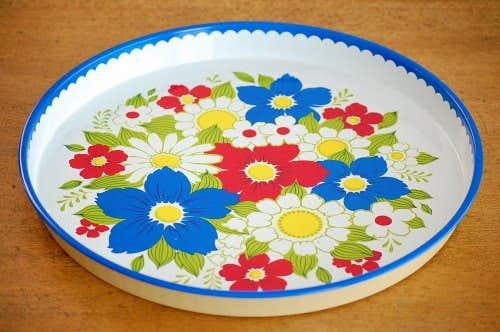 スウェーデンで見つけたブリキのトレー(レッド&ブルーお花)の商品写真