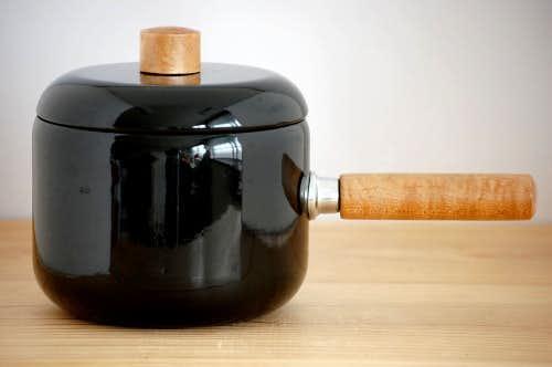 デンマークで見つけたホーロー製片手鍋(ブラック)の商品写真