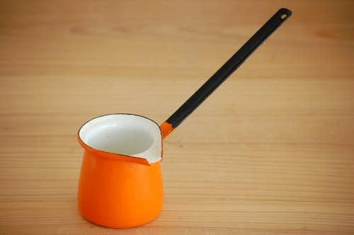 デンマークで見つけたホーロー製ミルクウォーマー/バターウォーマー(オレンジ)の商品写真