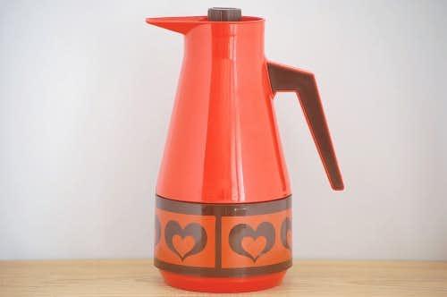 スウェーデンで見つけたプラスティック魔法瓶(レッド、ハート柄)の商品写真