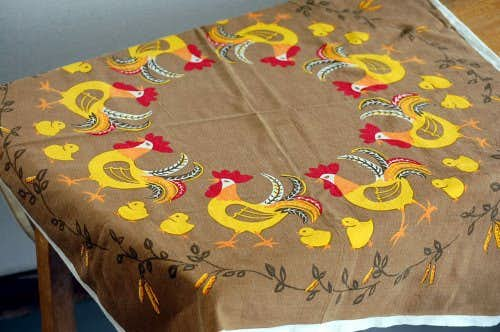 スウェーデンで見つけたテーブルクロス(ニワトリとヒヨコ)の商品写真