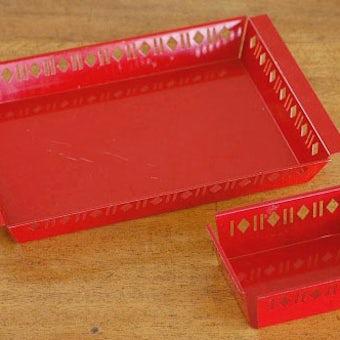スウェーデンで見つけたスチール製のトレー大小2個セット(レッド)の商品写真