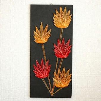 スウェーデンで見つけた糸で描かれたアートボード(壁飾り)の商品写真
