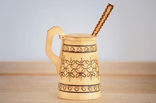 スウェーデンで見つけた彫り模様が美しい木製スパイスポット(木製スプーン付き)の商品写真