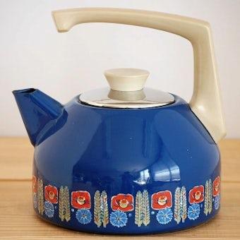 スウェーデンで見つけた可愛いホーロー製ケトル(ブルーお花)の商品写真