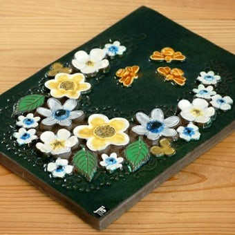 スウェーデン/JIE釜/陶板の壁掛け(大)(花とミツバチ)の商品写真