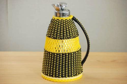 ビニールストロー素材を編んだカバー付きヴィンテージ魔法瓶(ブラック&イエロー)の商品写真