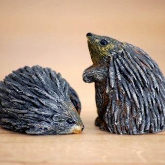 スウェーデンで見つけた陶器でできたハリネズミのオブジェ2個セットの商品写真